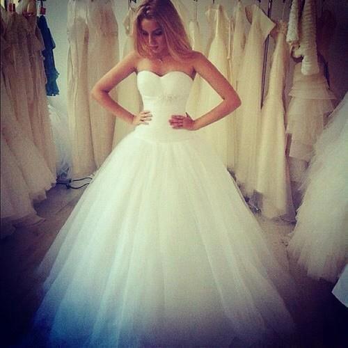 И я так хочу...Я в белом платье...вокруг радостные родственники и друзья и Он......