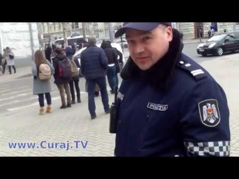 Mafia cerşetoarelor cu copii are poliţia la spate - Curaj.TV