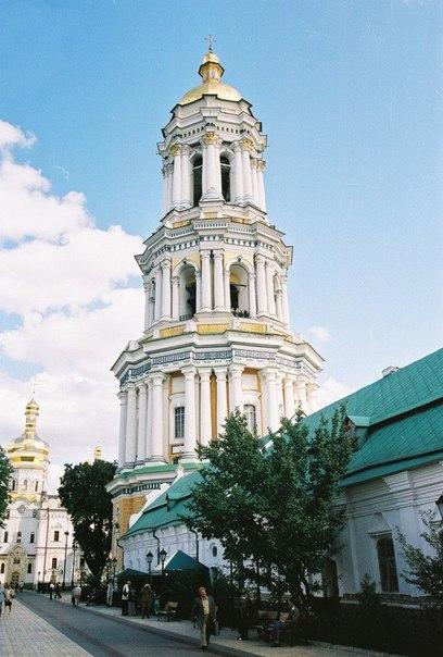 Ки́ево-Пече́рская Ла́вра (укр. Ки́єво-Пече́рська Ла́вра) — один из первых по времени основания монастырей на Руси. Основан в 1051 году при Ярославе Мудром монахом Антонием, родом из Любеча.