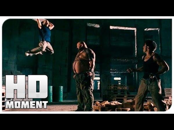 Дамьен и Лейто дерутся с громилой - 13-й район (2004) - Момент из фильма