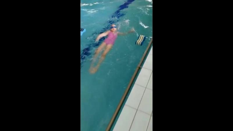 Вот как уже плавает моя куколка 😊Спасибо огромное нашему тренеру Любовь Юрьевна Зеленовой😘❤️