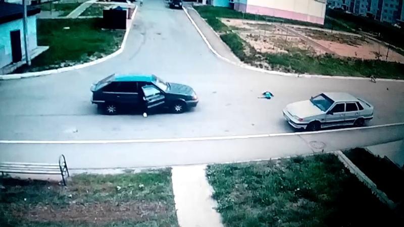 Ужасное ДТП в Чебоксарах.Мальчика на велосипеде сбила машина.Его отбросило на несколько метров.18