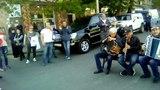 В Азербайджанском городе играет Азербайджанская музыка.