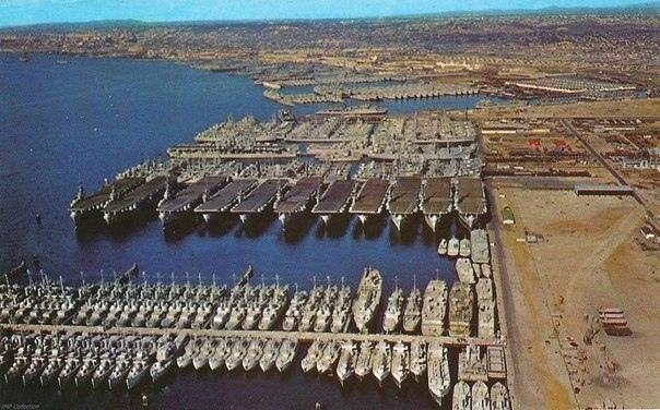 Американские военные корабли перед постановкой на консервацию