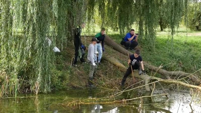 Студенты БарГУ убирают Светиловское озеро