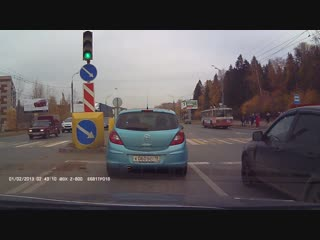 #Момент #ДТП около Т-образного перекрестка Удмуртская ул./Воткинское ш./ Буммашевская ул. (смотреть с 00:37)
