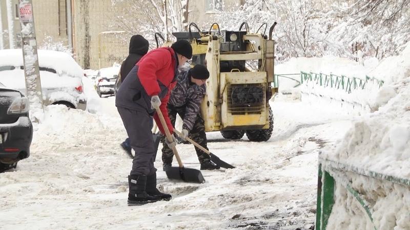 Накануне в Саранске выпало около двадцати тонн снега. Одиннадцать из них убрали еще вчера.