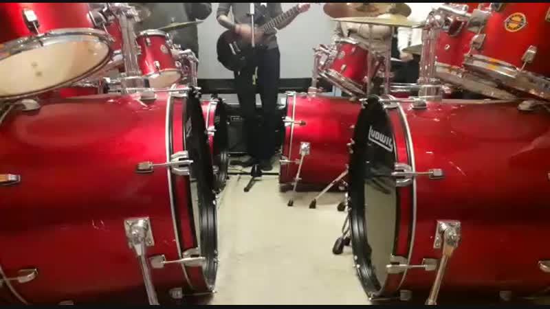 Гимн школы барабанов и неожиданный солист...