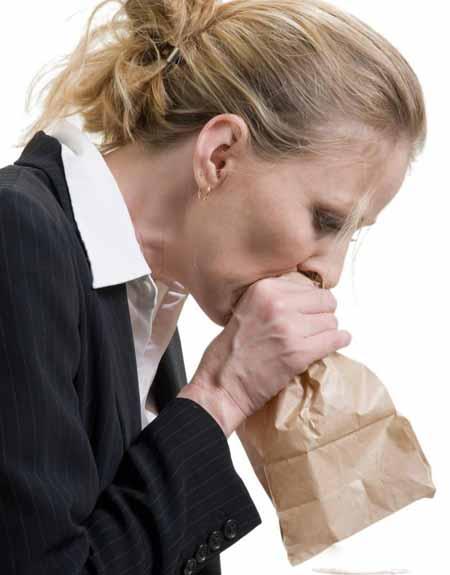 Вдыхание в сумку часто может облегчить одышку, вызванную приступом паники.