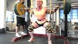 Anna Khudayarov's raw squat 8x180 kg