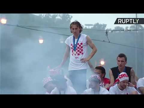 Парад в Загребе по случаю возвращения игроков сборной Хорватии по футболу — LIVE