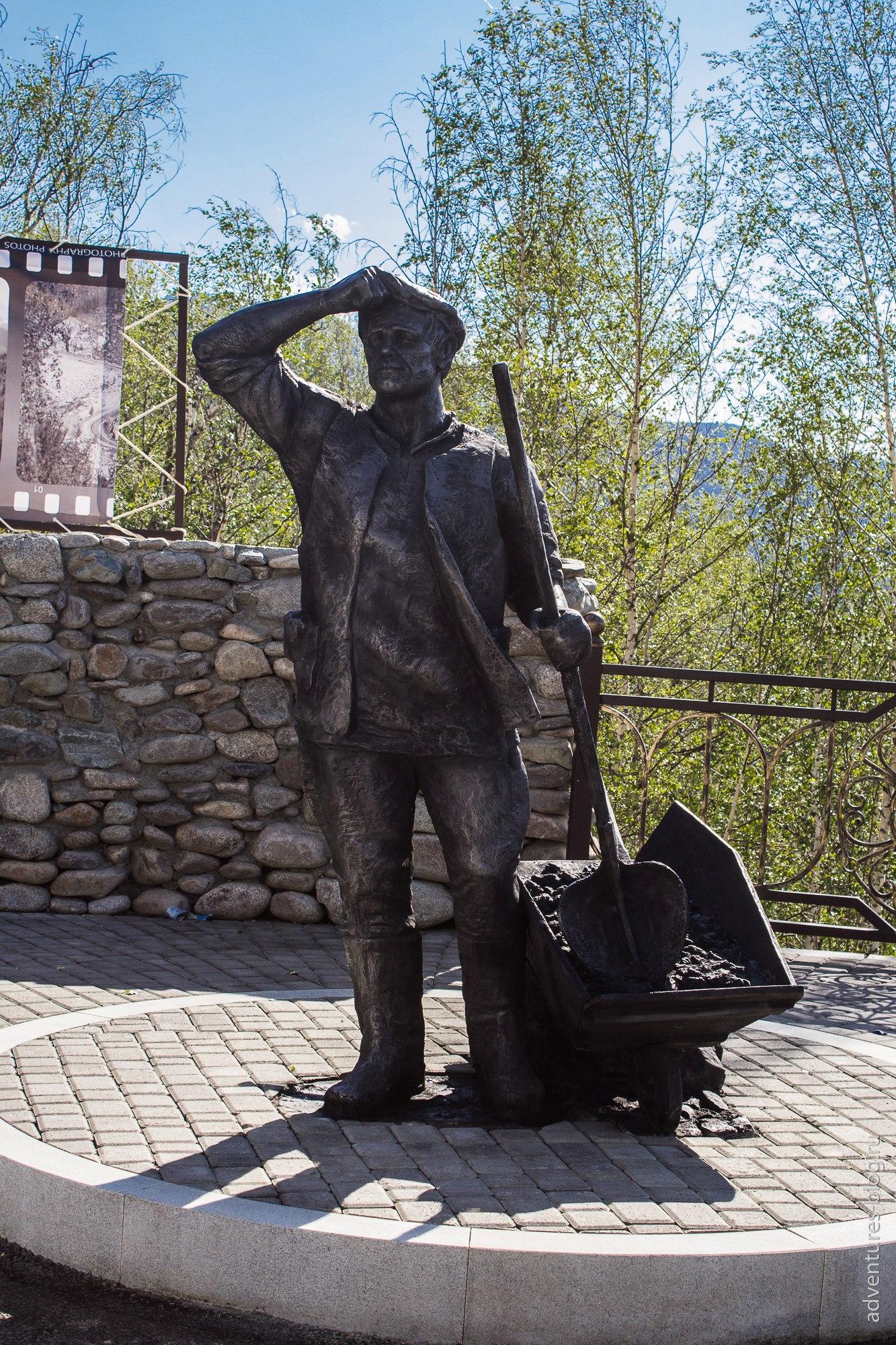 Памятник дорожным рабочим на перевале Чике-таман