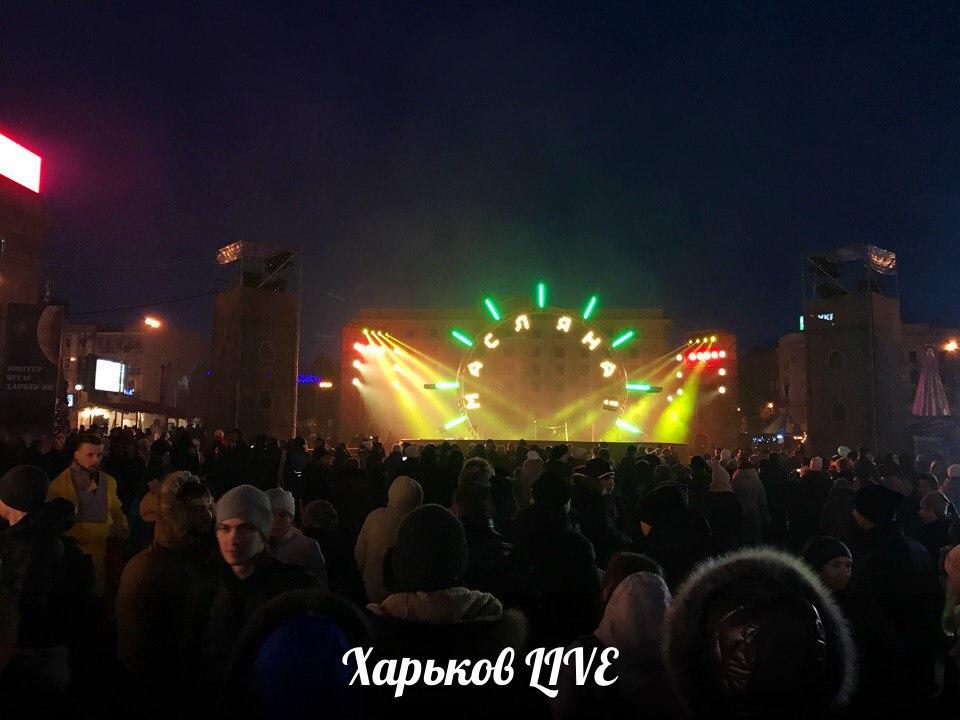 В центре Харькова зажгли огромный костер (ФОТОГАЛЕРЕЯ)