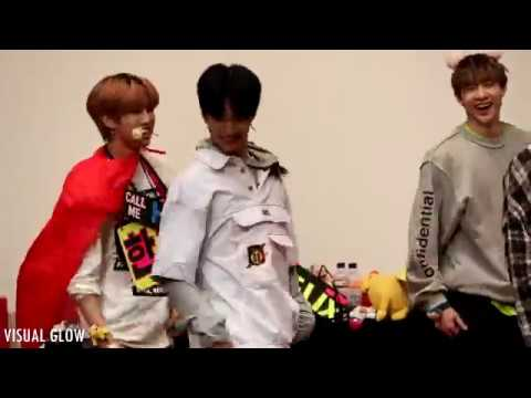 180422 Stray Kids 인천 팬사인회 - District 9 (Hyunjin Ver.)