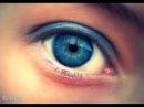 Цветные контактные линзы Adore Bi-Tone на голубых глазах.
