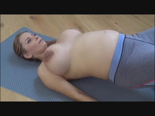 Зрелая мамка делает зарядку голая. порно секс инцест жопа сиськи анал домашнее