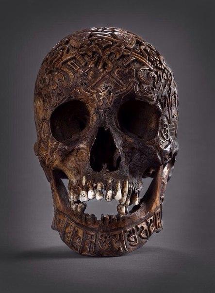 Тибетский ритуальный резной человеческий череп, XVIII век.