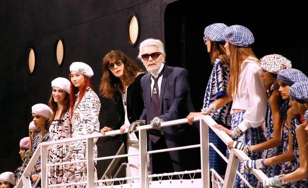 СМИ: главным дизайнером Chanel после смерти Лагерфельда станет Виржини Виар Француженка Виржини Виар займет должность главного дизайнера дома моды Chanel после смерти Карла Лагерфельда. Об этом