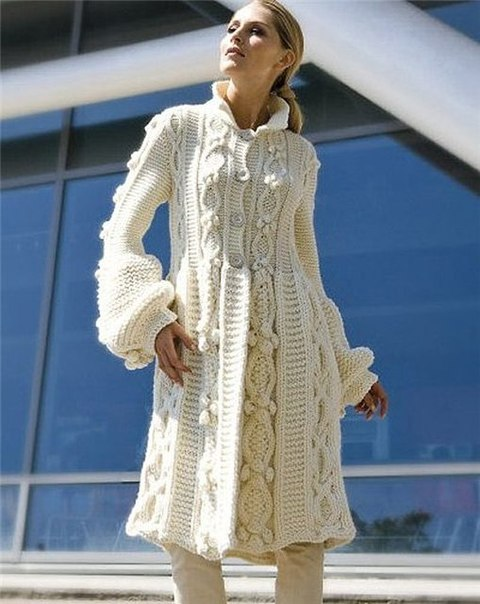 (6 фото) Белое вязаное пальто