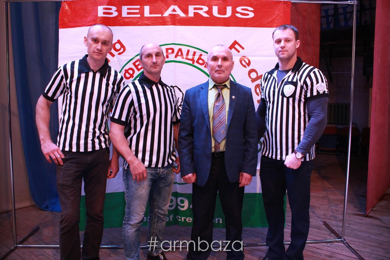Олег Мацкевич (второй слева) был судьей на Кубке Беларуси-2018. Фото: armbaza.by