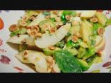Салат из брюссельской капусты с яблоком и орехами от Юлии Высоцкой