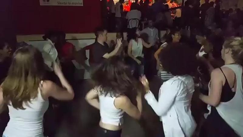 Красотки танцуют руэду!