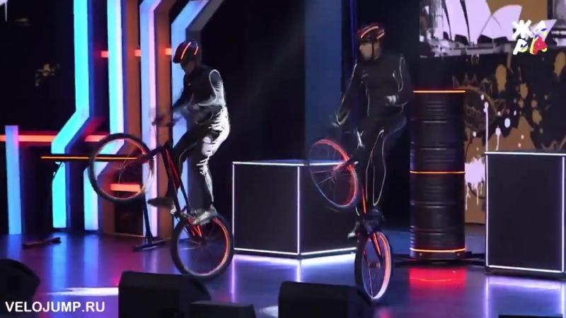 Шоу - дуэт на светодиодных велосипедах (велосипедное светодиодное шоу) - тел. 8(977)512-97-67.