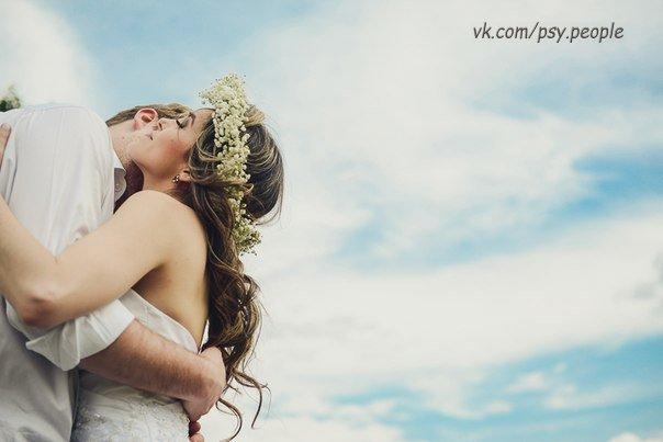 20 ВЕЩЕЙ, УБИВАЮЩИХ ОТНОШЕНИЯ Любовь – это не то, что показывают в кино. Она не состоит из одних романтических свиданий и поцелуев под луной. Счастливые отношения – это труд, основанный на взаимном уважении и терпении. Но гармонию легко сломать. Ниже представлены 20 вещей, разрушающих отношения. 1. Попытки изменить друг друга Идеальных людей не бывает. Но не стоит путать привычки и черты характера. Есть вещи, которые человек не в силах в себе изменить, сколько бы вы его не упрекали. Поэтому не…