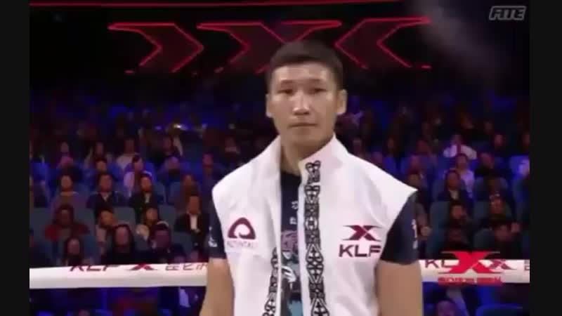 Мерген Билялов настолько уважаем в Китае, что перед поединком его представляют на казахском языке!
