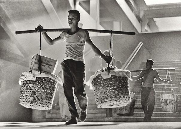Восхитительные кадры Гонконга, 1950-е. Фотограф: Фан Хо.