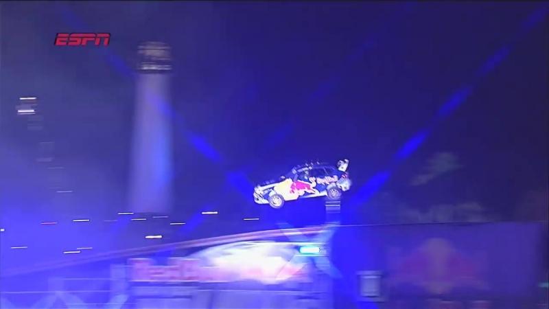 Новогодний прыжок Трэвиса Пастраны на Subaru Impreza STI (82 метра, Лонг-Бич, 31.12.2009)