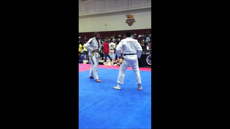 Shane Timothy gets kneed in the nuts at bjj tourney