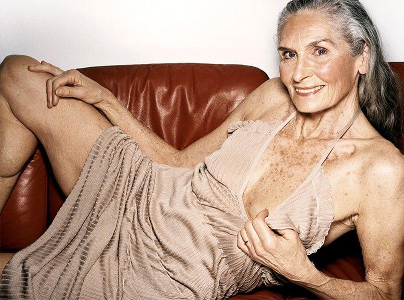 Старые женщины голые в разных местах  93081