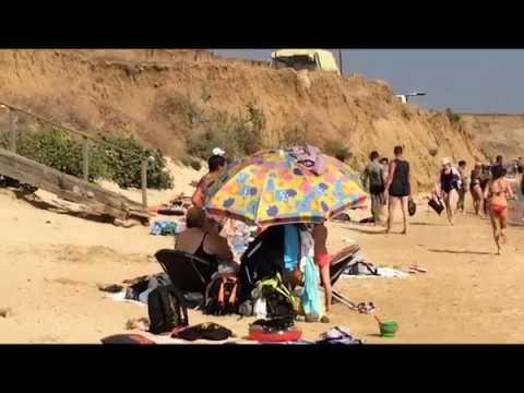 Отдых летом на пляже в посёлке Волна. Тамань.