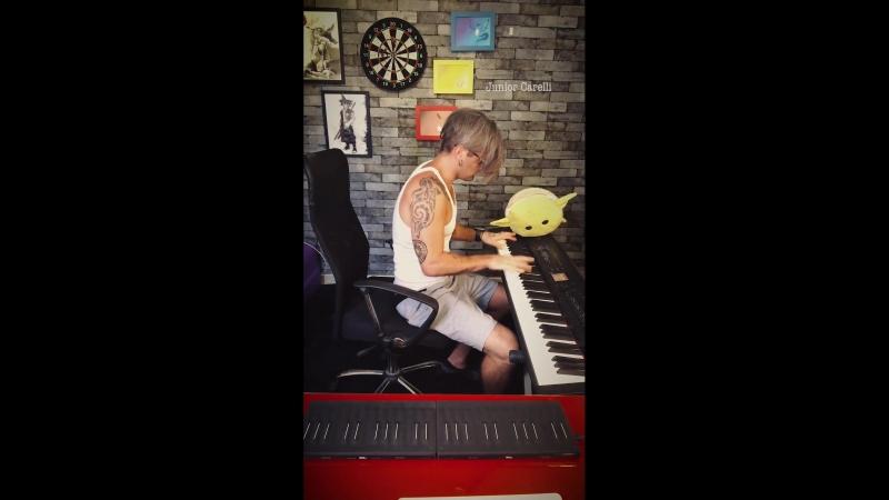 Джуниор Карели играет кавер из Мстители: Война Бесконечности вместе с soundbrennerpulse