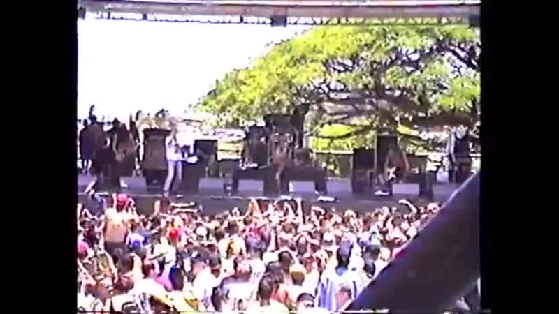 Layne Staley on stage permorming Opiate 15 august 1993 in Hawaii