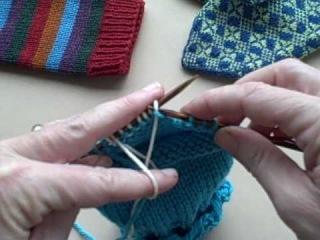 Другой способ вязания большого пальца 1.Введение дополнительной нити