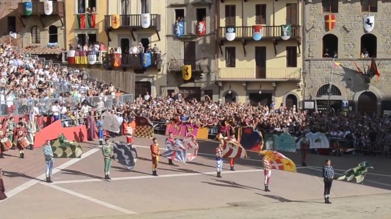 Парад жонглирующих знаменосцев в отеле Riviera Sunrise Resort SPA, ALUSHTA