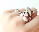 Художница под псевдонимом m e r r y m e из Бангкока делает очаровательные эмалевые кольца-…