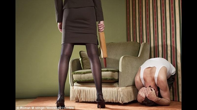 Поведение дома: он расслабляется, она раздражается