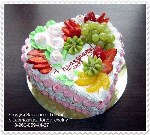 Украшение тортов кремом и фруктами для мамы фото