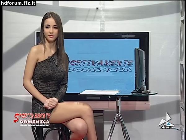 Paola Di Benedetto - minigonna a Sportivamente Domenica