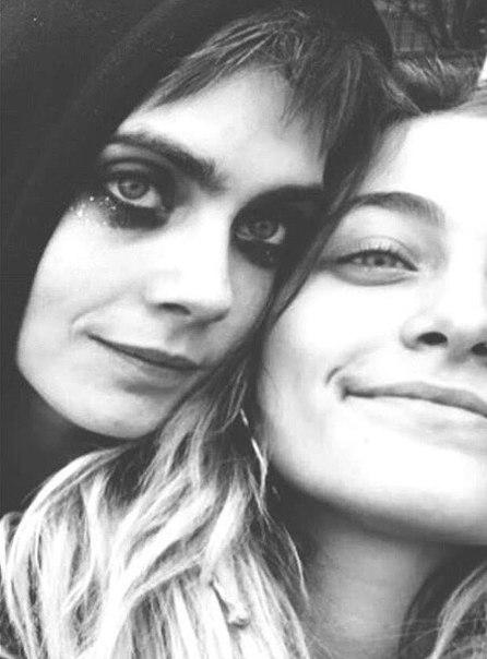 Недавно стало известно, что 25-летняя модель Кара Делевинь и 20-летняя дочь Майкла Джексона Пэрис Джексон не просто подруги, а возлюбленные.