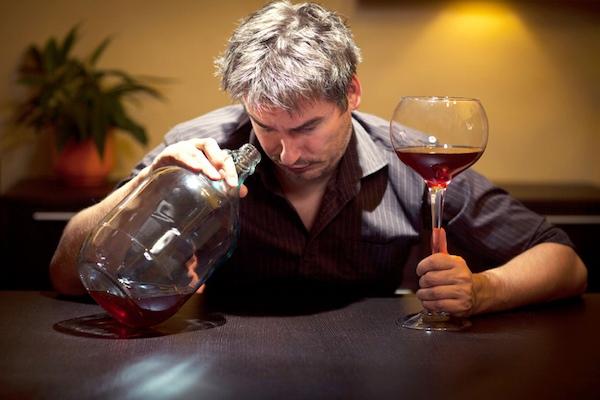 Сколько нужно выпивать спиртного, чтобы считаться алкоголиком?