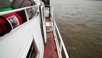 Баржа, груженная песком, затонула в Александровском районе