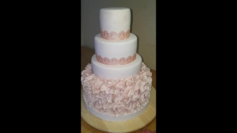 Свадебный торт для Сергея и Ларисы поехал в ресторан Агидель г. Мелеуз.