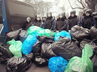 После заявлений Евромайдана об уборке последствий митинга ПР Мариинский парк оцепили войска - Цензор.НЕТ 310