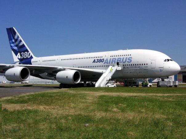 Airbus А380 - самый большой пассажирский авиалайнер в мире