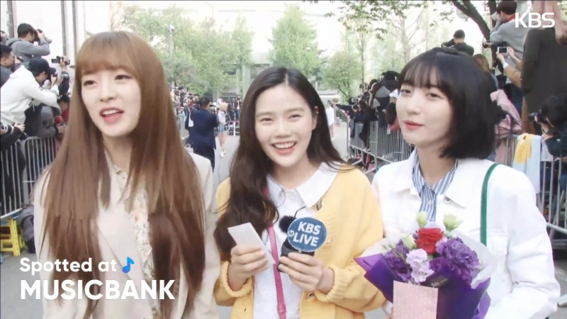 · Interview · 180420 · KBS Spotted at Music Bank ·
