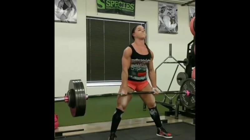 Николь Гонзалес - тяга 200 кг на 3
